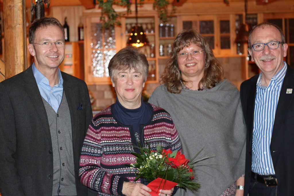 Auf unserer Weihnachtsfeier am 02.12.2016 im Hotel zur Post in Arzberg wurden 3 Mitarbeiterinnen für ihre langjährige Treue geehrt. Hannelore Hofmann für 25 Jahre Praxiszugehörigkeit