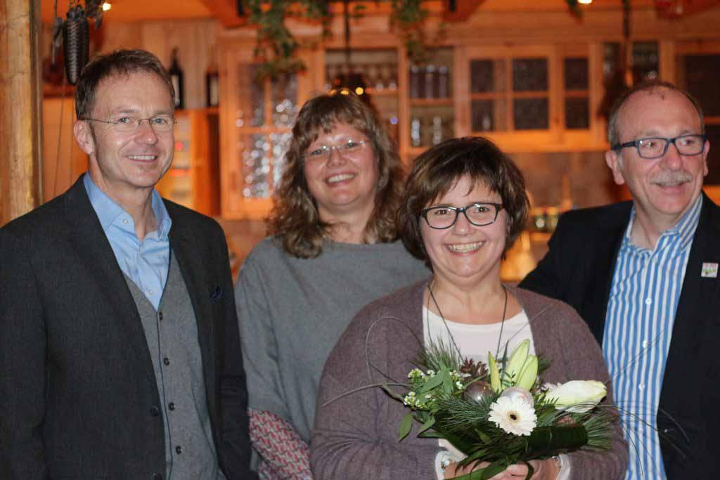 Auf unserer Weihnachtsfeier am 02.12.2016 im Hotel zur Post in Arzberg wurden 3 Mitarbeiterinnen für ihre langjährige Treue geehrt. Petra Schraml für 15 Jahre Praxiszugehörigkeit