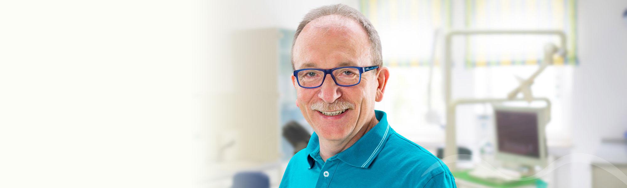 Zahnarzt Dr. Holler und Kollegen in Arzberg Fichtelgebirge Leistung Parodontitis Behandlung Implantologie