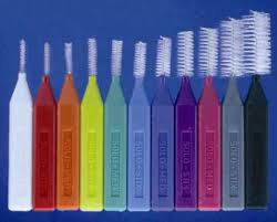 Zur SOLO-Prophylaxe gehören Zahnzwischenraumbürstchen in unterschiedlichen Größen